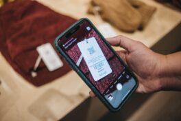 """Recycling von Kleidung: """"Digital Care Label"""" erzählt Geschichte des Kleidungsstücks"""