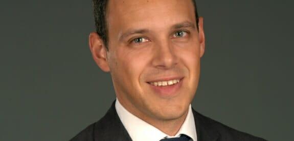 Daniel Krones (MBA) arbeitet als Berater für die Unternehmensberatung Dr. Kraus & Partner, Bruchsal. Er ist auf das Themenfeld Projektmanagement spezialisiert und begleitet Unternehmen bei der Einführung eines professionellen Projektmanagements und beim Durchführen von Projekten.