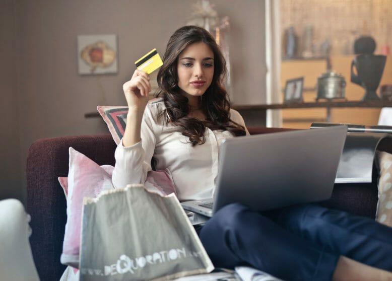 bezahlen-brunette-business-919436_1